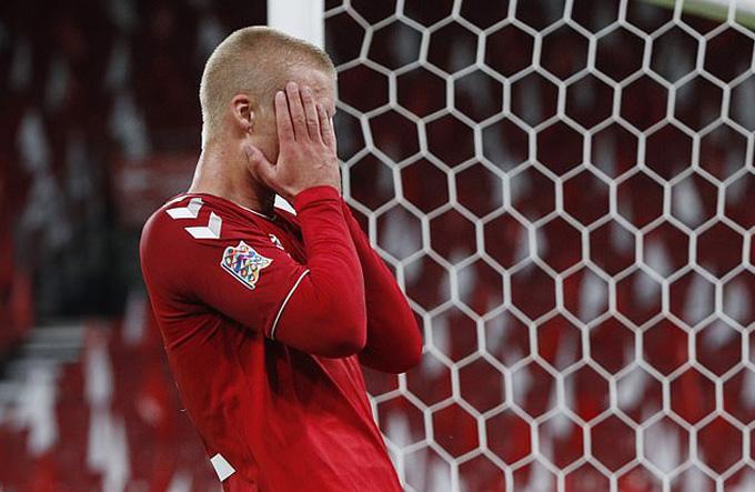 Dolberg bỏ lỡ cơ hội ngon ăn nhất của Đan Mạch trong hiệp 1