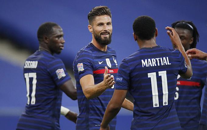 Martial tỏa sáng ở cuối hiệp 1, khi góp công ở cả 2 bàn thắng của Pháp