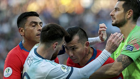 Argentina giúp Messi đòi được công bằng sau vụ xung đột với Medel