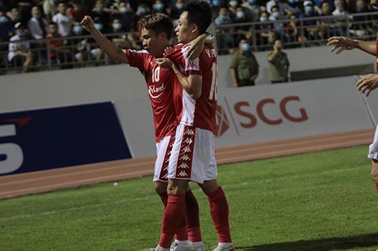 Nỗ lực của Công Phượng bên hành lang trái là tiền đề để Võ Huy Toàn ghi bàn gỡ hoà cho đội khách