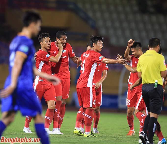 Viettel ghi 3 bàn chỉ trong vòng 5 phút ở hiệp 1 - Ảnh: Phan Tùng