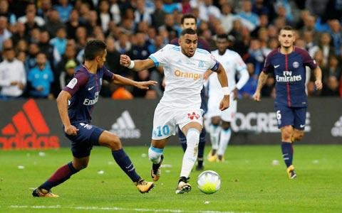 Marseille (áo sáng) có cơ hội vượt qua PSG đang thiếu quá nhiều trụ cột do dịch bệnh