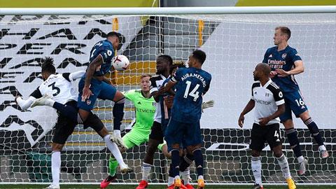 Bàn thắng của tân binh Arsenal được công nhận nhờ luật mới ở Premier League