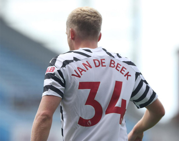 Tân binh Van de Beek ra mắt M.U bằng 1 thất bại