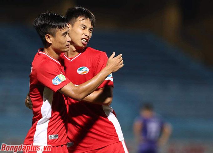 Phút bù giờ cuối trận, Minh Tuấn ghi bàn ấn định chiến thắng 4-1 cho Viettel