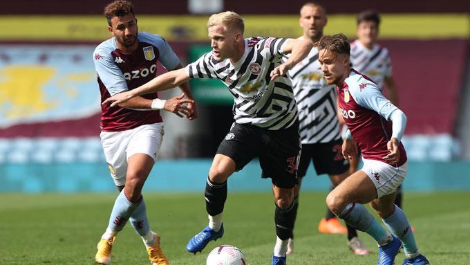 Van de Beek đã thể hiện được cả kỹ năng chuyền bóng, cầm trịch lẫn phòng ngự