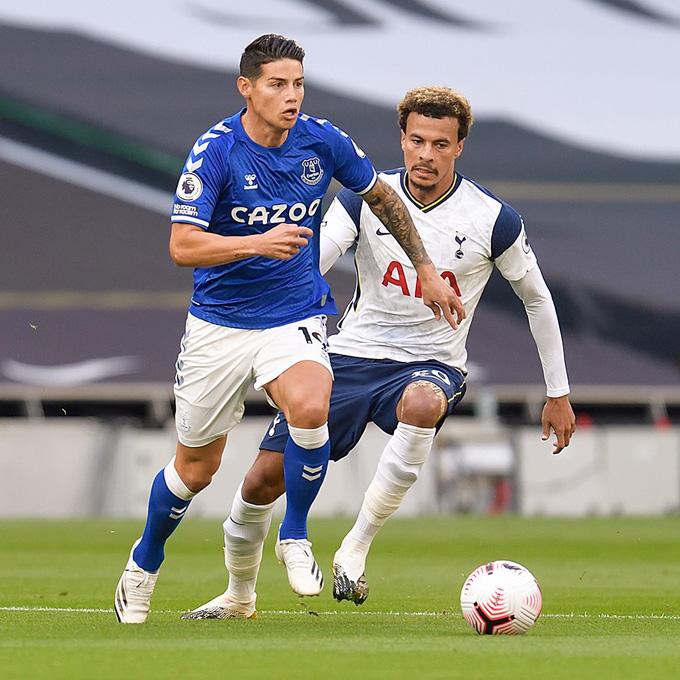 Ở trận đầu ra sân tại Ngoại hạng Anh, James được xem là nguồn cảm hứng tấn công của Everton