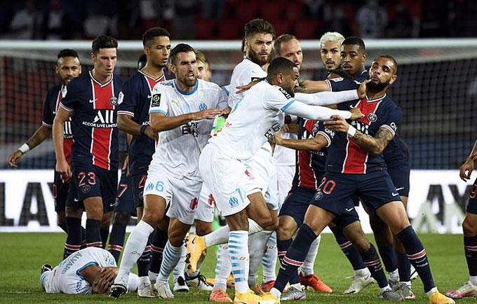 Cầu thủ hai đội tạo ra cảnh hỗn chiến