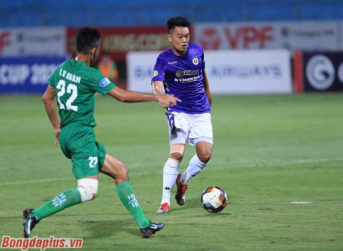 Thành Chung đang thể hiện phong độ cao khi chơi tiền đạo - Ảnh: Đức Cường