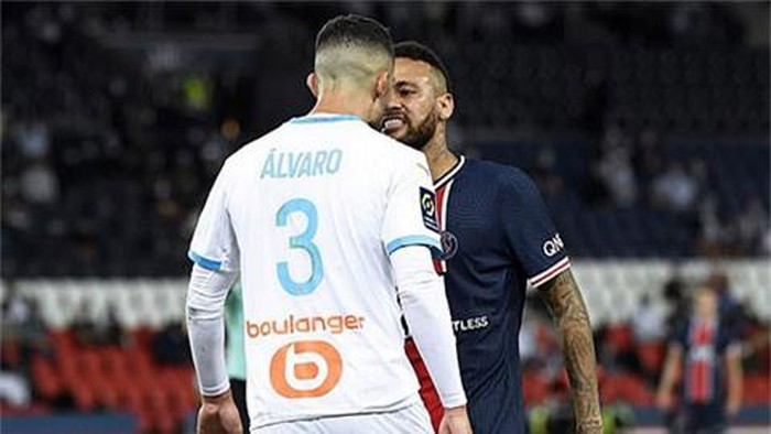 Ở trận đấu tại Ligue 1 vào rạng sáng nay (14/09/2020), Neymar phải nhận thẻ đỏ sau khi gây gổ với 1 cầu thủ bên phía Marseille. Neymarlời qua tiếng lại với Alvaro Gonzalez, rồi sau đó lén đấm một phát vào đầu của hậu vệ 30 tuổi này