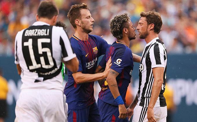 """Ở ICC 2017, Neymar đã lao vào cãi nhau và gây hấn vớitiền vệ Claudio Marchisio của Juventus. Trước đó, Marchisio đã chuồi bóng phạm lỗi với Neymar và sau đó """"buộc tội"""" cầu thủ này ăn vạ. Neymar nổi điên định tấn công Marchisio nhưng trọng tài kịp ngăn lại"""