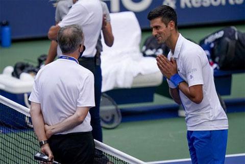 Djokovic phân trần với ban tổ chức trong tuyệt vọng