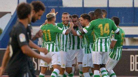 HLV Pellegrini đã có bước khởi đầu suôn sẻ khi Betis thắng Alaves trong ngày đầu ra quân