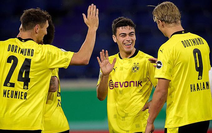 Dortmund dễ dàng có chiến thắng trước Duisburg