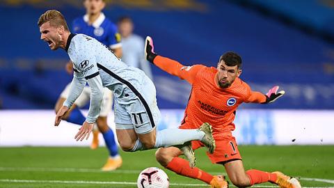 Werner mang về tình huống đá phạt 11m cho Chelsea ở hiệp 1