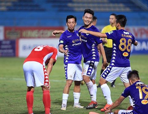 Đội chủ nhà Hà Nội vượt trội hoàn toàn so với đội khách TP.HCM. Ảnh: Đức Cường