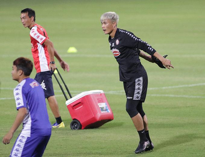 Thủ môn Bùi Tiến Dũng có lần trở lại gặp đội bóng cũ Hà Nội FC. Anh hứa hẹn được HLV Chung Hae Soung sử dụng trong trận đấu vào lúc 19h15 tối nay trên sân Hàng Đẫy.