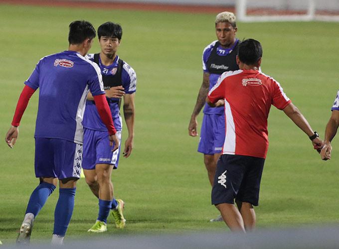Tối ngày 15/9, TP.HCM đã có buổi tập làm quen sân Hàng Đẫy, chuẩn bị cho trận bán kết Cúp Quốc gia 2020 với chủ nhà Hà Nội FC