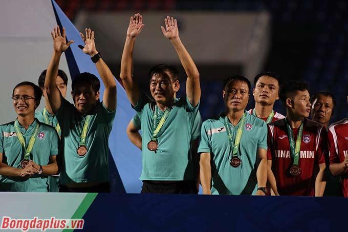 HLV Phan Thanh Hùng cho rằng sau thất bại ở bán kết, các cầu thủ trẻ của Quảng Ninh sẽ tiến bộ lên