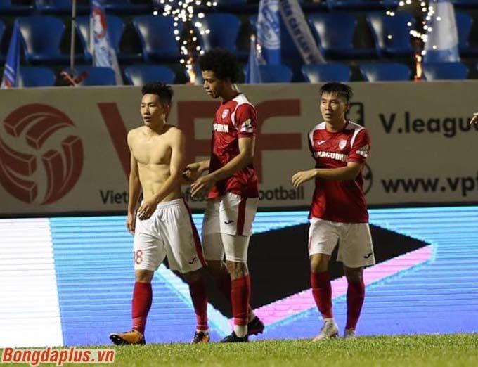 HLV Phan Thanh Hùng khẳng định Hai Long là tương lai của bóng đá Than.QN