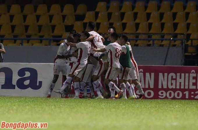 Tiếc cho Hai Long, Viettel lại tận dụng cơ hội tốt hơn để thắng chung cuộc 2-1 trước Than.QN