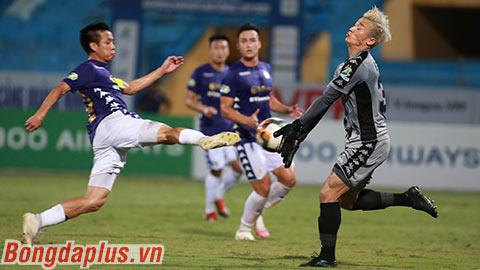 Sai lầm của Bùi Tiến Dũng khởi đầu cho thất bại tan nát của TP.HCM trước Hà Nội FC