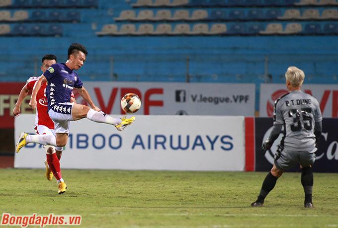 Bùi Tiến Dũng (số 35) trở lại sân Hàng Đẫy đối đầu với đội bóng cũ Hà Nội FC