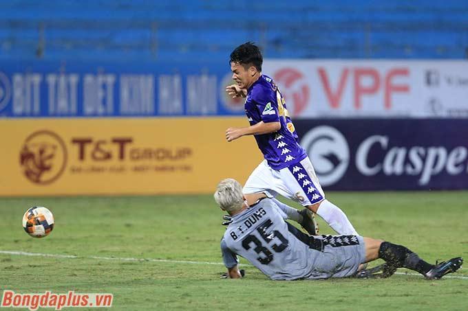 Tính trong 4 trận đấu mà Bùi Tiến Dũng chơi cho TP.HCM (đủ 90 phút/trận), anh mới chỉ giữ sạch lưới được đúng 1 trận