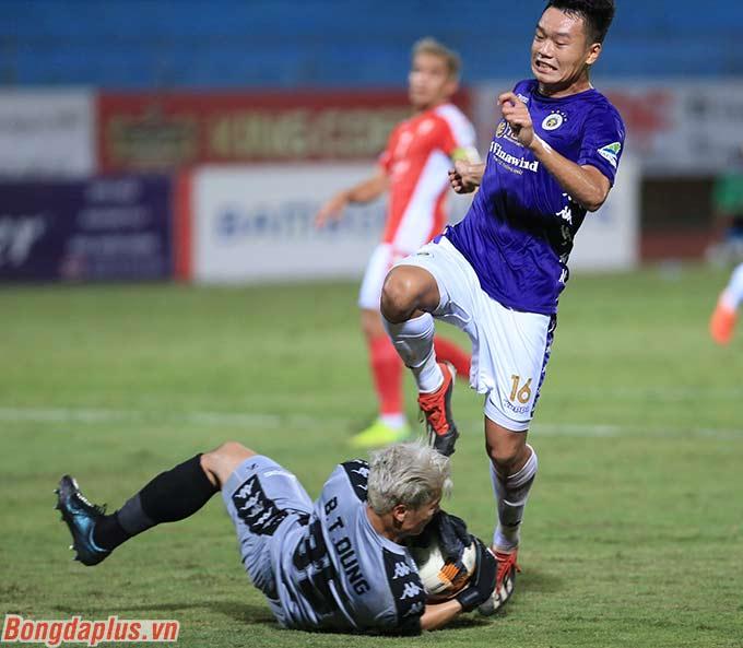 Tính riêng trong 2 lần gặp lại đội bóng cũ Hà Nội FC, Tiến Dũng thủng lưới tới 8 lần