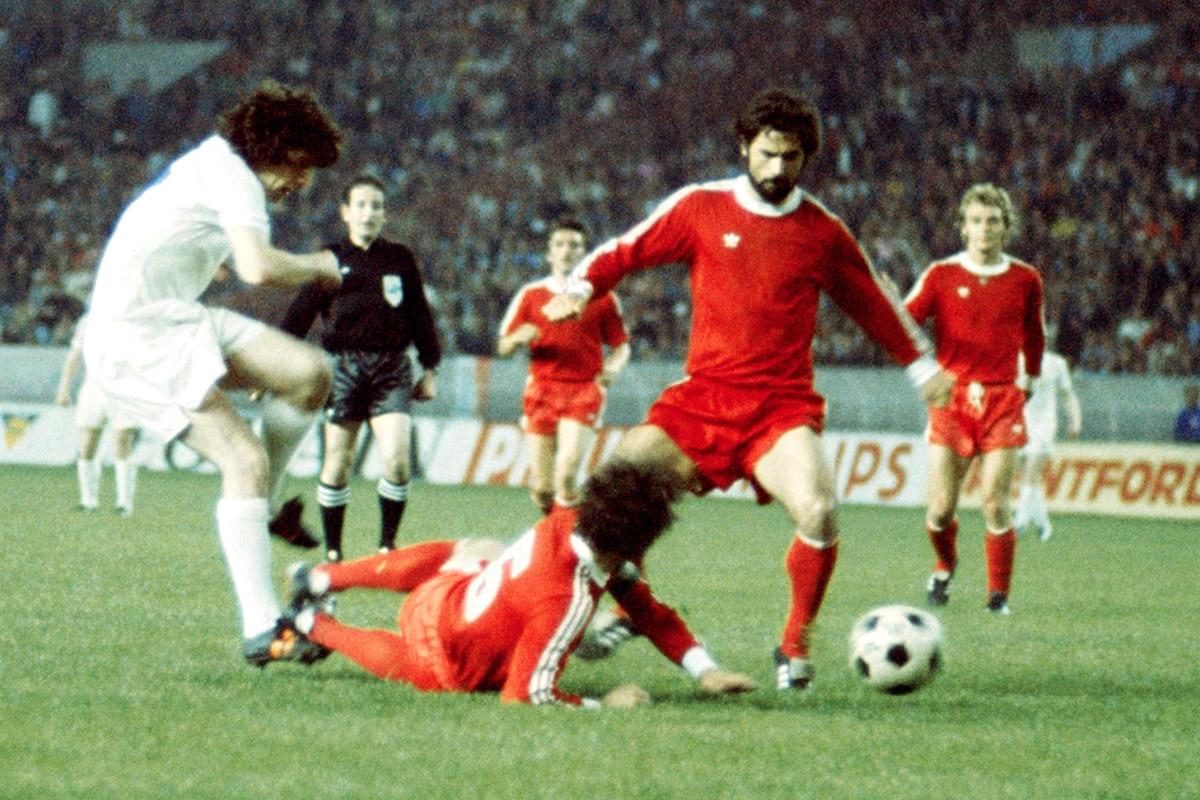 Trận đấu nhuốm màu tranh cãi năm 1975