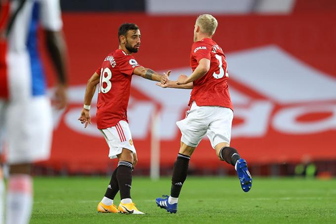 Van de Beek ghi bàn trong trận ra mắt