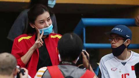 Á hậu Huyền My đến Hàng Đẫy cổ vũ cho cậu bạn thân đá trong màu áo Hà Nội FC
