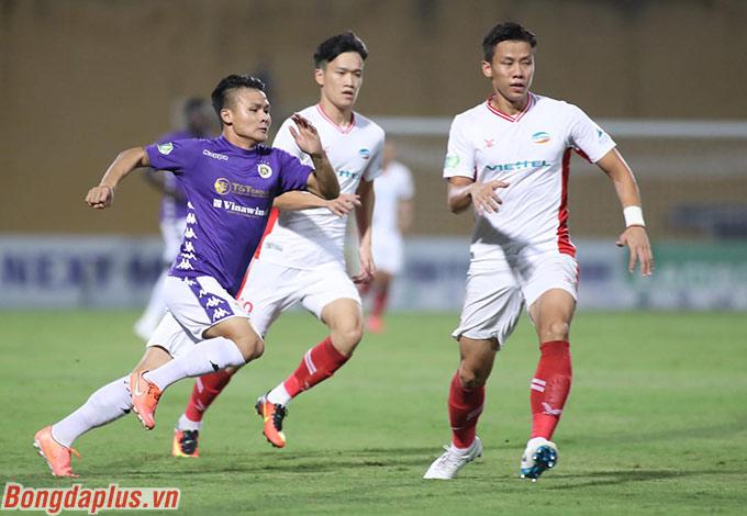 Ở trận chung kết với Viettel, Quang Hải lại chơi đầy ấn tượng. Đặc biệt trong 15 phút đầu tiên khi anh làm khổ Quế Ngọc Hải bên phía Viettel