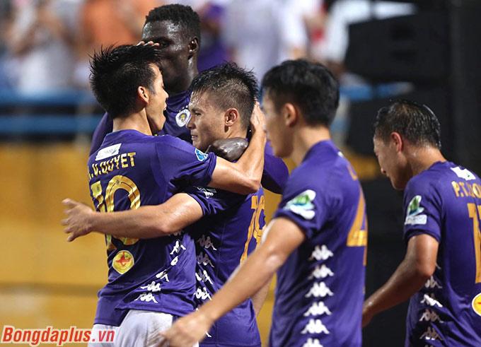 4 bàn thắng, 3 kiến tạo, 1 lần mang về penalty trong 3 trận vừa qua đủ để thấy rằng, ngôi sao Quang Hải đã trở lại