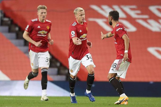 M.U chỉ mới có đúng 1 tân binh là Van de Beek và dù anh ghi bàn nhưng không giúp đội bóng thoát khỏi trận thua đầu mùa