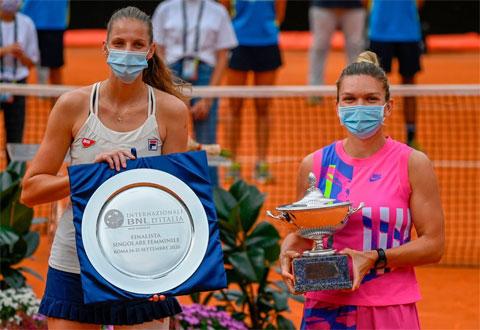 Simona Halep (phải) lần đầu tiên vô địch Italian Open