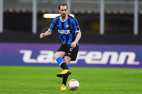 Ở tuổi 34, Godin muốn góp sức cho Cagliari, quê vợ của anh