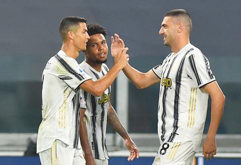 Ronaldo (bìa trái) góp công lớn trong chiến thắng của Juve thời Pirlo