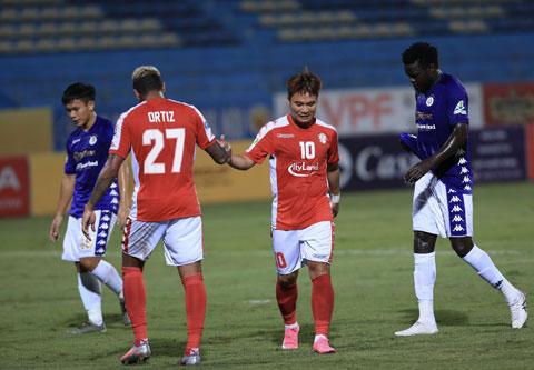 Áp lực thành tích dồn lên thầy trò HLV Chung Hae Soung (ảnh chủ) ngày càng lớn khi V.League sắp trở lạiẢnh: Đức Cường