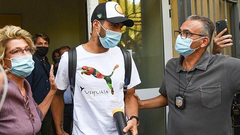 Luis Suarez bẽ bàng vì bị tố gian lận bài thi xin hộ chiếu Italia