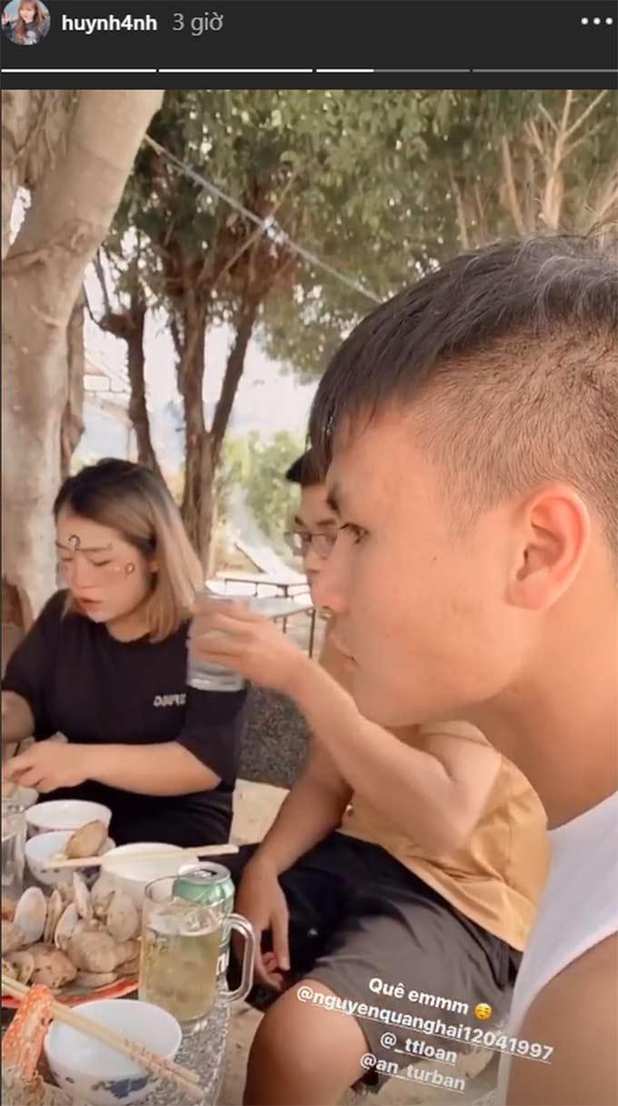 """Bữa cơm đậm chất """"quê biển"""" mà Huỳnh Anh chiêu đãi Quang Hải - Ảnh: Instagram nhân vật"""