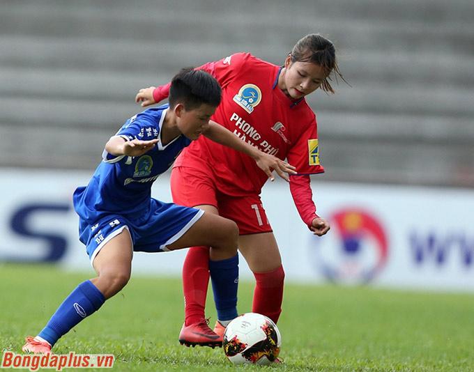 Ở trận mở màn trên sân Hà Nam, khách mời, người hâm mộ và giới truyền thông suýt chút nữa chứng kiến cú sốc mang tên Phong Phú Hà Nam.