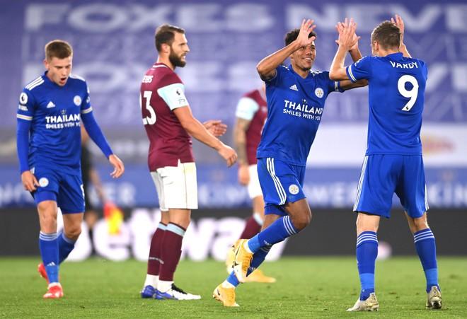 Tổng hợp vòng 2 Ngoại hạng Anh: M.U thảm bại, Liverpool thăng hoa