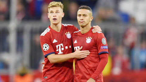 Kimmich (trái) đang làm rất tốt vai trò trước đây của Thiago ở tuyến giữa của Bayern