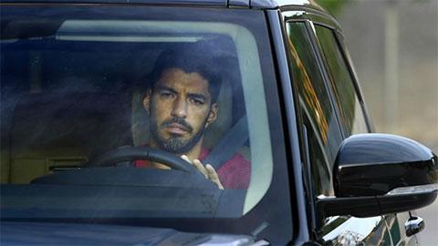 Suarez khóc nức nở chia tay Barca