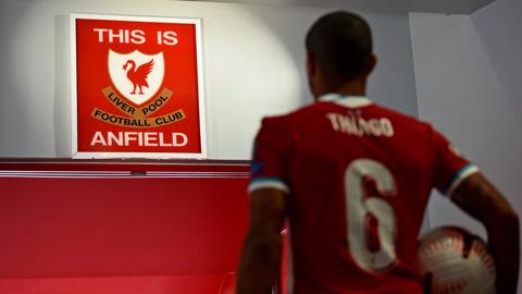 Thiago tiết lộ điều bí mật mà Torres chia sẻ về tấm biển thiêng tại Anfield