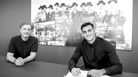 Reinier (phải) là trường hợp mới nhất được Real cho sang Bundesliga thi đấu trong màu áo Dortmund