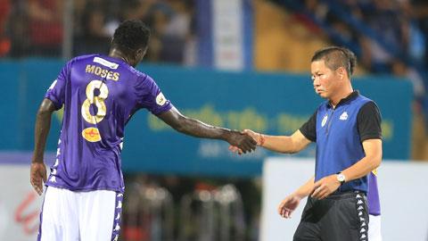 HLV Chu Đình Nghiêm muốn học trò  tập trung cho V.League        Ảnh: Minh Tuấn