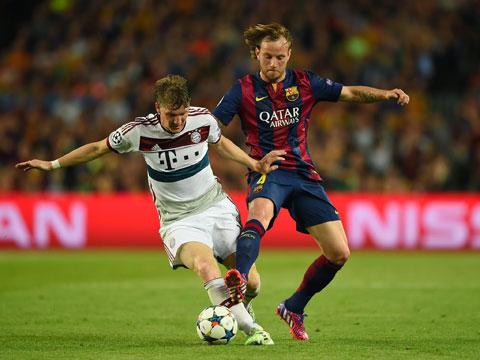 Nhiều lần đối đầu với Bayern, nhưng Rakitic (phải) chủ yếu nhận phần thua