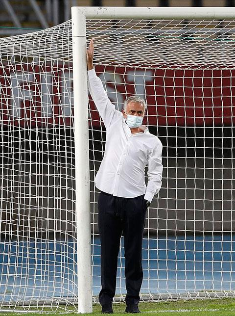 Mourinho có thể cảm nhận sự khác thường của khung thành